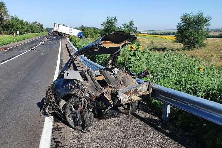 На Запоріжжі сталася смертельна ДТП за участю BMW і вантажівки, загинули 4 людини