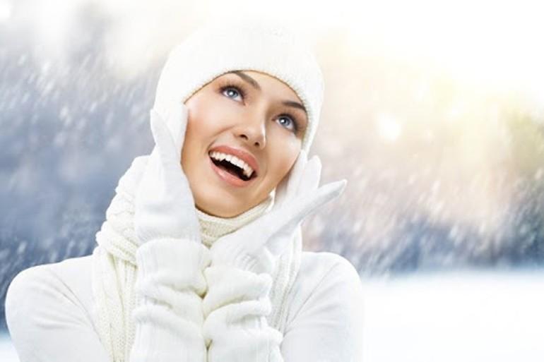 Лайфхаки, как зимой ухаживать за кожей лица, рук и волосами