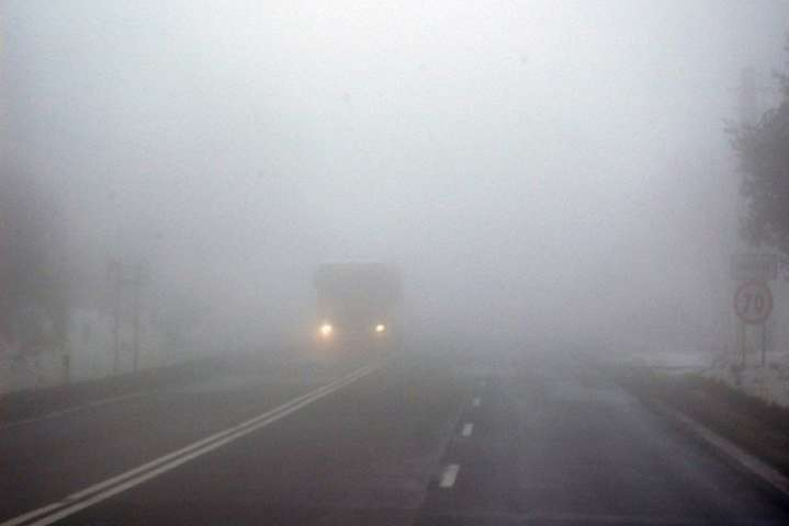 Київ накрив густий туман: водіям рекомендують знизити швидкість