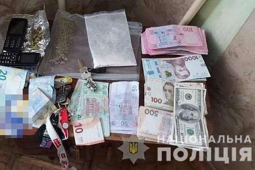 Під час спецоперації в Києві поліція затримала наркоторговців (фото, відео)