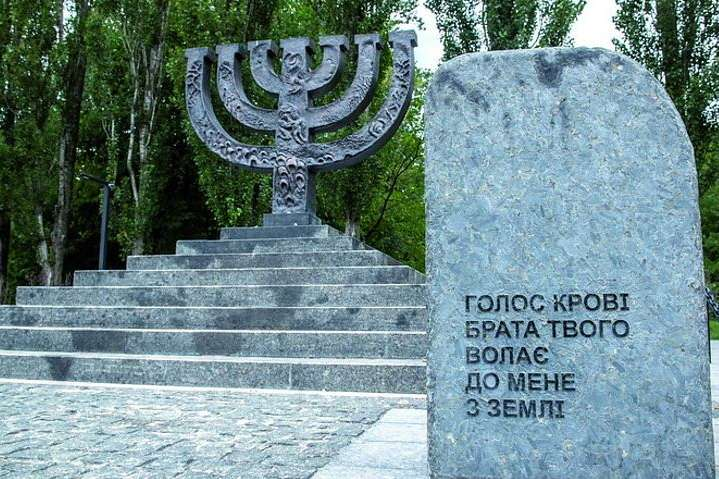 Київрада знову відкладає питання про скандальне будівництво Меморіалу в Бабиному Яру
