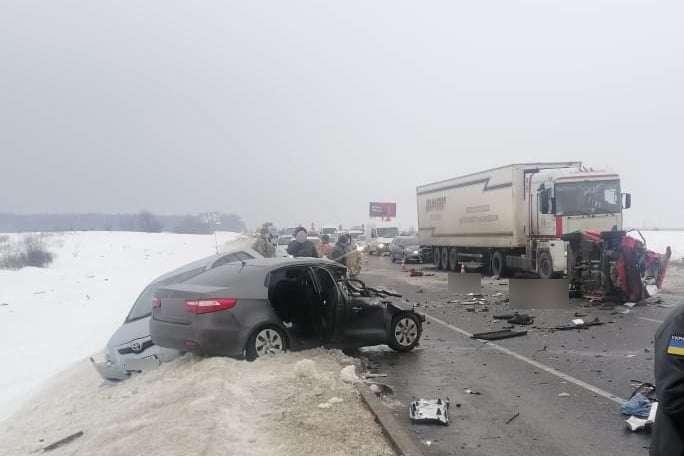 Смертельна ДТП під Києвом: поліція повідомила деталі моторошної аварії (фото)