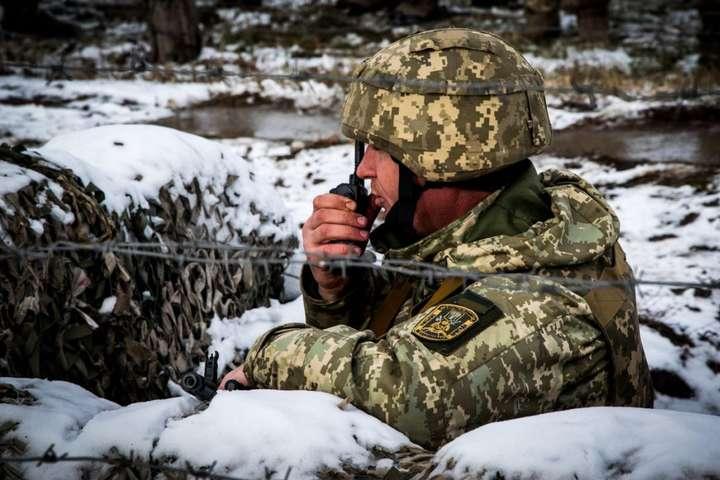 На Донбасі снайпер бойовиків поранив українського військового