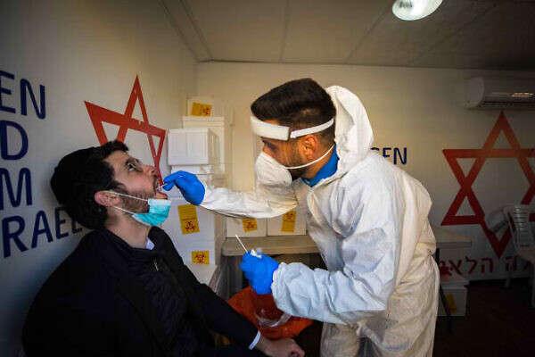 Вчені заявили про стійкість південноафриканського штаму Covid-19 до вакцини Pfizer
