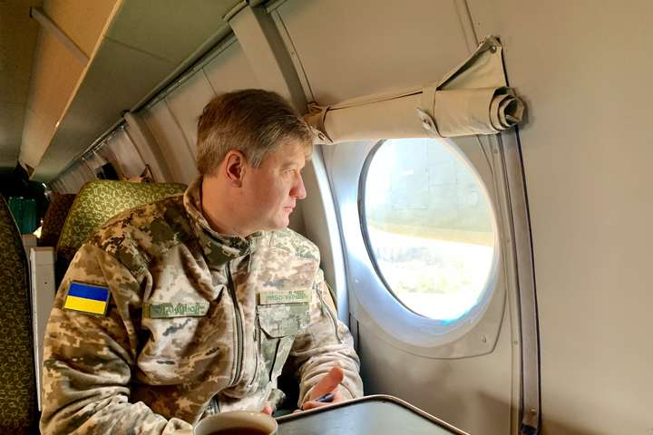 США поки не надаватимуть Україні зброю. Екссекретар РНБО пояснив, чи варто панікувати