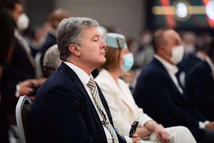 Порошенко на Анталійському форумі порушив питання деокупації Криму та протидії Росії