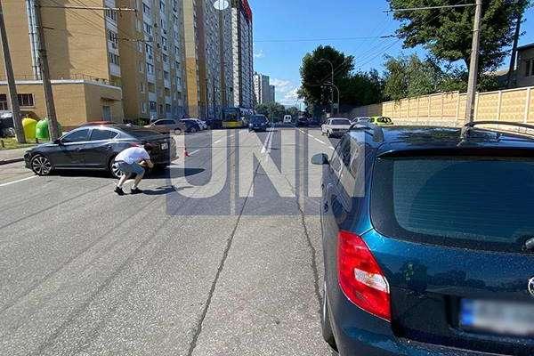 У Києві у ДТП потрапила вагітна водійка з двома дітьми в автівці (фото, відео)