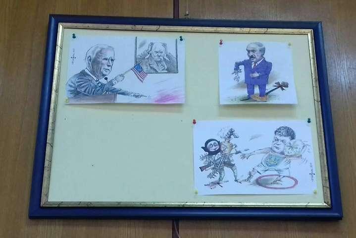Організатори сховали карикатуру на Зеленського. Митець обурений (фото)