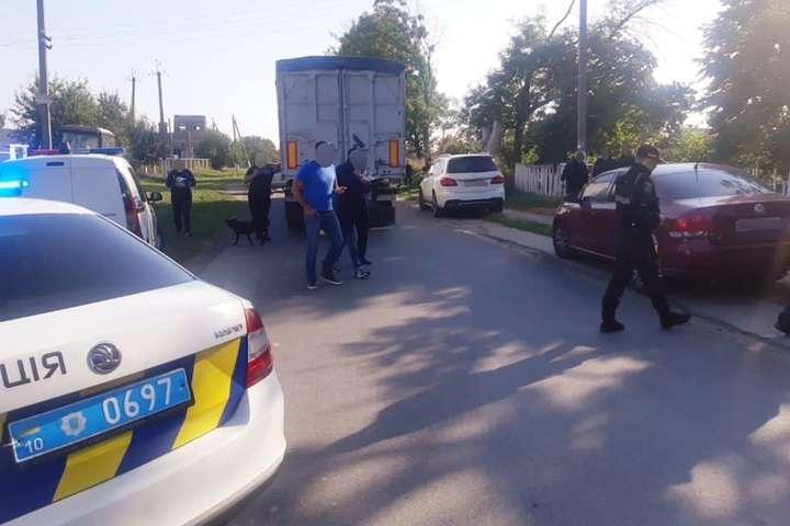На Київщині у Чупирі перекрита дорога: поліція розслідує незаконне вивезення зерна