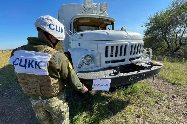 Бойовики обстріляли вантажівку української групи з контролю за дотриманням Мінських угод