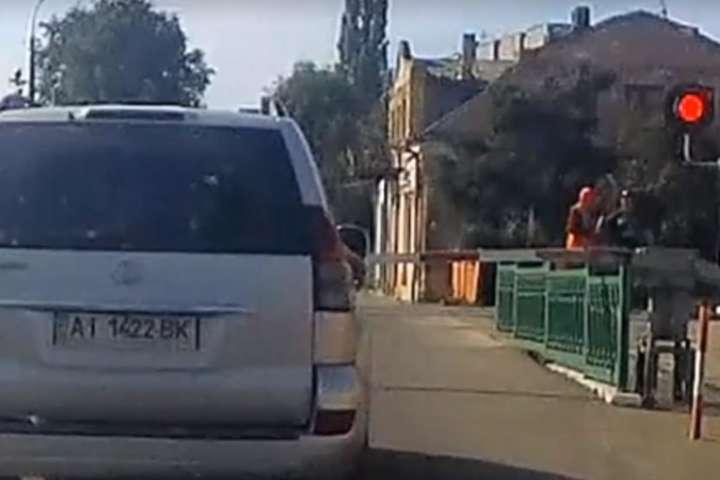 У Рівному залізничник врятував пішохода за секунду до трагедії (відео)