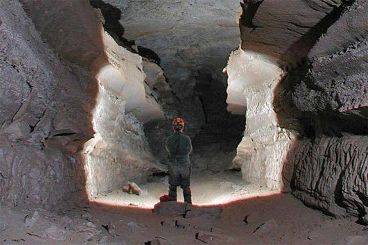 Найдовша в світі печера виявилася довшою на 13 кілометрів